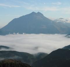 油布岳と朝霧