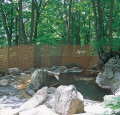 村営「雨飾荘」の露天風呂